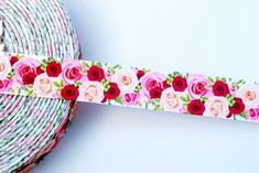"1 metre x 3//8 /"" HELLO KITTY BOW /& FLOWERS ON WHITE Grosgrain Ribbon"