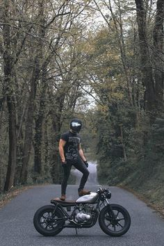 Motorcycle For Men Cafe Racers Motorbikes 58 Ideas Estilo Cafe Racer, Cafe Racer Style, Cafe Racer Honda, Cafe Racer Bikes, Cafe Racer Motorcycle, Motorcycle Style, Cafe Racer Helmet, Motorcycle Outfit, Yamaha Xs 400
