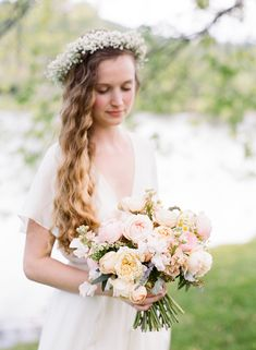 Ashley Cox; Big Spring farm; The South; budget-friendly; budget wedding; birde with bouquet; baby's breath flower crown; floral crown; bouquet in blush and pale peach; peonies;