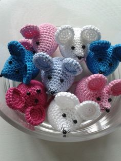 Gehaakte muisjes van GeKleurde Draadjes op DaWanda.com Crochet Mouse, Cute Crochet, Crochet Dolls, Crochet Baby, Owl Crochet Patterns, Corner To Corner Crochet, Big Knits, Free Baby Stuff, Stuffed Animal Patterns