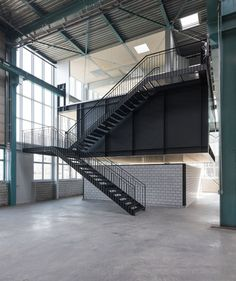 na is a platform for connecting ideas and building knowledge. Steel Building Homes, Building A House, Future Buildings, Warehouse Design, Loft, Open Office, Garage House, Steel Buildings, Dream Home Design