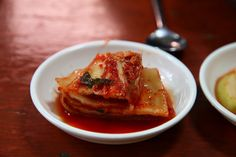 Kimchi as a food trend. It's ture, and it's delicious. See how the FDR chefs use kimchi in their kitchen. Best Korean Food, South Korean Food, Korean Diet, Slow Food, A Food, Probiotic Foods, Fermented Foods, Snack Recipes, Healthy Recipes