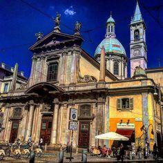 Passeggiando per via Torino #milano #lombardia #vivomilano #milanocentro #milanodavedere #milanocity #loves_milano #volgomilano #hdr_city #top_lombardia_photo #chiesa #cupola #campanile #rotaie #bici #bikemi #cieloazzurro #bar #ombrelloni #campane #cupola #instagood #instaitalia #strada #loves_urban #borghiitaliani by save0508