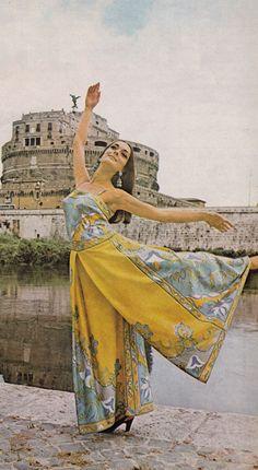 Emilio Pucci in Galliano liqueur advertisement Vogue US - August 1 1970