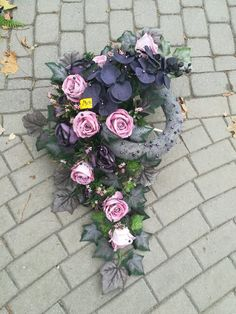 Easter Flower Arrangements, Easter Flowers, Diy Flowers, Funeral Flowers, Center Table, Artificial Flowers, Farmer, Floral Wreath, Wreaths