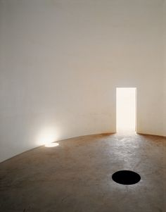 ANISH KAPOOR / Building for a Void