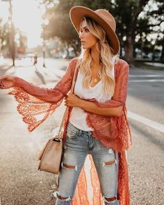 40 + Gypsy Style Fashion Outfits To Elevate Your Look – Style Me Love Source by stylemelove fashion boho Estilo Hippie Chic, Estilo Boho, Hippie Look, Hippie Style, Gypsy Look, Boho Style, Komplette Outfits, Fashion Outfits, Fashion Trends