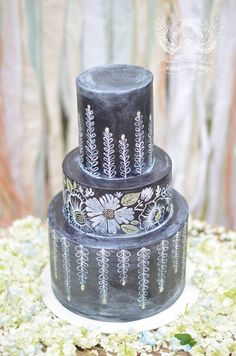 The chalkboard wedding cake trend is taking off! Check out these beautiful chalkboard wedding cake designs. Chalkboard Cake, Chalkboard Wedding, Chalkboard Designs, Black Wedding Cakes, Amazing Wedding Cakes, Amazing Cakes, Artisan Cake Company, 2015 Wedding Trends, Petal Cake