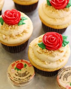 🌹Our cupcake is back as flavor of the week! It's a mazapan cake inspired by the traditional candy, frosted with creamy mazapan buttercream, topped with peanuts, mazapan pieces and a buttercream rose 🌹 Mexican Birthday Parties, Mexican Fiesta Party, Mexican Candy, Cupcake Recipes, Cupcake Cakes, Dessert Recipes, Drink Recipes, Dinner Recipes, Mexican Cupcakes