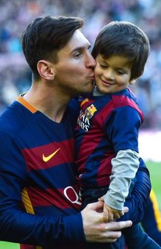 The 10 Best Photos of Lionel Messi With His Sons http://celevs.com/the-10-best-photos-of-lionel-messi-with-his-sons/