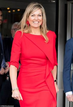 The royal accessorised her flattering dress with a pair of playful earrings in the same sh... Dutch Queen, Flattering Dresses, My Fair Lady, Dutch Royalty, Queen Maxima, Royal House, Lady In Red, Royal Fashion, Amsterdam