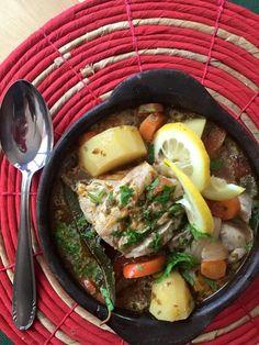 El caldillo de pescado es una sopa o caldo tradicional de Chile. Es un plato delicioso puedes preparar con congrio, merluza y agregarle verduras.