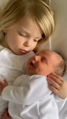 Cute Funny Baby Videos, Cute Funny Babies, Funny Kids, Adorable Babies, Precious Children, Beautiful Children, Beautiful Babies, Baby Animals Pictures, Cute Baby Pictures