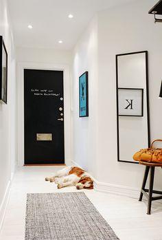 Blackboard door. I would happily pin this whole house. Uh.maze.ing. http://www.alvhemmakleri.se/node/1018/bilder