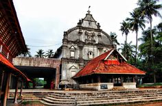 The Kadamattom Church in Kolencherry- Ernakulam, is one of the oldest churches in Kerala, built in pure Kerala style Padmanabhaswamy Temple, Most Haunted Places, States Of India, Mysterious Places, Hill Station, Green Landscape, Place Of Worship, Beautiful Places To Visit, Incredible India