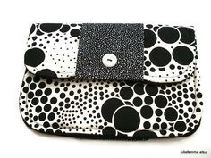 Foam and Bubble Black and White Clutch Charmante door joliefemme