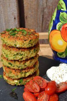 Croquettes-de-quinoa-petits-pois-herbes-fraîches-et-feta. Vegetarian Lunch, Vegetarian Recipes, Healthy Recipes, Feta, Quinoa, Middle East Food, Finger Foods, Healthy Choices, Food And Drink