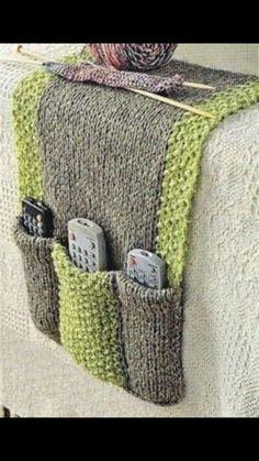 Free knitting pattern for Remote Control Holder Free knitting instructions for remote control holders Source. Loom Knitting Projects, Loom Knitting Patterns, Easy Knitting, Knitting Stitches, Knitting Needles, Knitting Yarn, Crochet Patterns, Knitting Tutorials, Knitting Machine