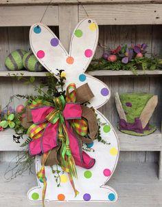Bunny Door Hanger | 14 Cute Easter Bunny Ideas | DIY Home Decor by Pioneer Settler at http://pioneersettler.com/easter-bunny-ideas/