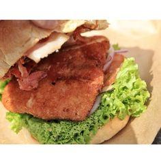 Must try! excelent FerBurger in Queenstown New Zealand. What is your fav food?   #NewZealand #LuxuryNZ #Food #foodie #Foodgasm #instagood #NZ #Queenstown #FerBurger #Burger #Delicious #NZMustdo #travel #travelling