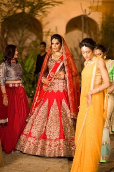 Voluminous red bridal lehnega