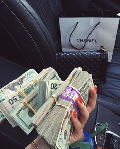 Mo Money, How To Get Money, Earn Money, Voyant Medium, Money On My Mind, Money Pictures, Accessoires Iphone, Money Stacks, Rich Lifestyle