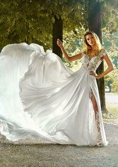 4af4988b2121 MODELLO 1824 Bellissimo abito da sposa scivolato con bustino in pizzo  francese ad effetto nudo e