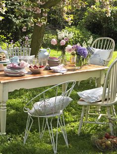 The English Country Garden. - Fancy.'s blog - Retro chairs and vintage china @rubylanecom #VintageGarden #rubylane