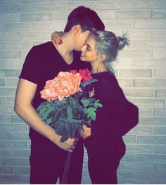 Quarantined Guy Sends His Dog To Buy Cheetos And He Delivers _____________________ Couple Goals Teenagers, Cute Couples Goals, Cute Love Pictures, Couple Pictures, Cute Relationship Goals, Cute Relationships, Cute Couple Outfits, Good Poses, Fashion Couple