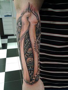 biomechanical_tattoo_by_kayden7-d50r9i8.jpg (774×1032)