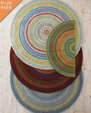 Love a round rug!