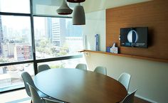 TV Corporativa AXA Seguros Conference Room, Table, Furniture, Home Decor, Photos, Houses, Homemade Home Decor, Meeting Rooms, Tables
