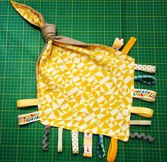 Taggie blanket with a knot for babies.