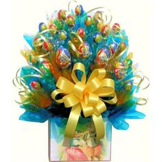 Learn how to make candy bouquets – Candy Bouquet Designs books. Start Candy Bouquet and Gift Basket Business or Do it for a hobby! Chocolate Flowers, Chocolate Bouquet, Easter Chocolate, Chocolate Chocolate, Candy Arrangements, Candy Centerpieces, Gift Bouquet, Candy Bouquet, Bouquet Flowers