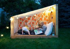 spend a night under the stars - outdoor book nook by Mer Mag with Pottery Barn Kids (wallpaper by Makelike) Build A Playhouse, Playhouse Outdoor, Backyard For Kids, Diy For Kids, Kids Fun, Pottery Barn Kids, Outdoor Reading Nooks, Diy Projects Apartment, Outdoor Play Spaces