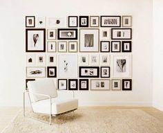 photos au mur constraste en noir et blanc sympa
