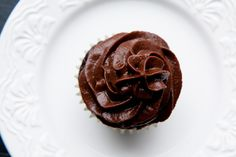 Chocolate frosting made with Medjool dates and unsweetened cocoa powder! Chocolate Frosting, Chocolate Cupcakes, Processed Sugar, Beautiful Cupcakes, Cupcake Frosting, My Dessert, Unsweetened Cocoa, Vegan Baking, Vegetarian Chocolate