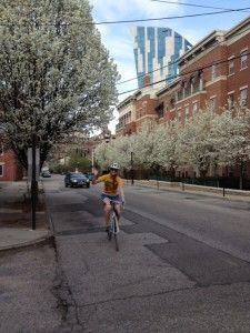 Bike Commuting for Women 101 - Hot on the TrailHot on the Trail Get Outdoors, The Great Outdoors, All Ride, Cycle Chic, Commuter Bike, Cycling Tips, Biker Chick, Bike Life, Workout Gear