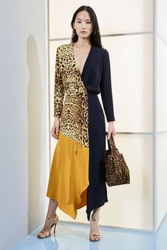 Cushnie Pre-Fall 2019 Fashion Show Collection: See the complete Cushnie Pre-Fall 2019 collection. Look 17 Office Outfits Women Casual, Casual Dresses For Women, Clothes For Women, Look Fashion, Trendy Fashion, Fashion Outfits, Fashion Design, Affordable Fashion, Womens Fashion