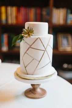 Photography: Apryl Ann Photography - aprylann.com Cake: Layered Bake Shop - layeredbakeshop.com Venue: Avalon Legacy Ranch - avalonlegacyranch.com   Read More on SMP: http://www.stylemepretty.com/2016/03/03/photographers-intimate-whimsical-scottish-inspired-wedding/