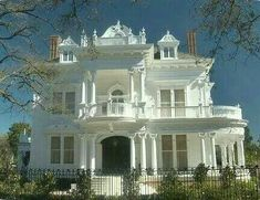"""Wedding Cake House"" Mansion at 5809 Saint Charles Avenue, New Orleans, LA . ""Wedding Cake House"" Mansion at 5809 Saint Charles Avenue, New Orleans, LAThe Victorian Architecture, Beautiful Architecture, Beautiful Buildings, Beautiful Homes, Architecture Design, Big Beautiful Houses, Stunningly Beautiful, Absolutely Gorgeous, Villa Plan"