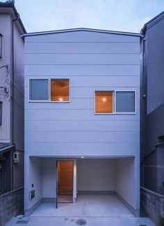 House in Sayama is a minimalist house located in Osaka, Japan, designed by Coo Planning. The building is situated in between two residential buildings of similar height, within a quiet neighborhood. Minimalist House Design, Tiny House Design, Minimalist Home, Model House Plan, House Plans, Tiny Container House, Narrow House, Small Buildings, Small Houses