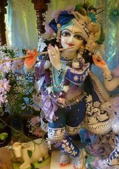 .Krishna é um dos nomes de Deus, Deus é um só, Deus é puro amor, tudo que precisamos é amar.