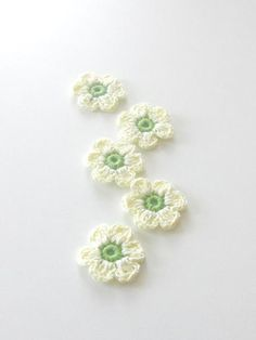 #crochet .. i love the colors of these little flowers .. somewhere i have the pattern.