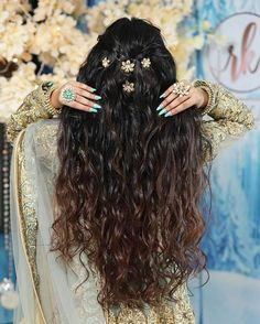 Trending Diwali Party Hairstyles for Your First Newly Wed Diwali! (C) Ritika Kadam Open Hairstyles, Indian Bridal Hairstyles, Party Hairstyles, Bride Hairstyles, Diy Wedding Hair, Wedding Dress, Engagement Hairstyles, Beach Wave Hair, Beach Waves