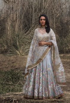 Dress 2018 Bridal Designers you need to visit this season Desi Bride Style : Rimple & Harpreet Narula 2018 Wedding Dresses For Girls, Indian Wedding Outfits, Indian Outfits, Indian Clothes, Desi Clothes, Formal Dresses, Bridal Mehndi Dresses, Indian Bridal Lehenga, Indian Sarees