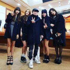 Your source of news on YG's current biggest girl group, BLACKPINK! Kim Jennie, Yg Entertainment, Forever Young, South Korean Girls, Korean Girl Groups, My Girl, Cool Girl, Kang Sora, Lee Hi