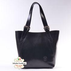 Uniwersalny model torebki damskiej - może pełnić funkcję eleganckiej teczki (długość pasków można regulować). Model Samuela w wersji czarnej