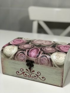 Cajas decoradas decoupage #cajas #cajasdecoradas #decoupage #rosas Decoupage Vintage, Decoupage Box, Painted Boxes, Wooden Boxes, Hand Painted, Decoupage Furniture, Recycled Furniture, Outdoor Furniture, Cigar Box Crafts