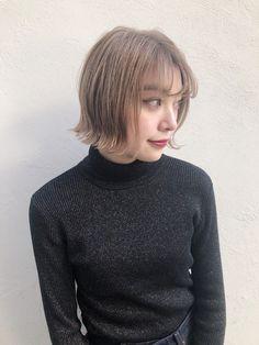 プラチナブロンドで垢抜けるっ!海外セレブのようにオシャレにきめよう|【HAIR】 Men Sweater, Turtle Neck, Sweaters, Hair, Fashion, Moda, Fashion Styles, Pullover, Sweater